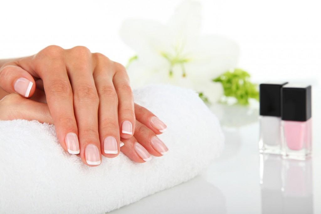 Manicure hybrydowy - Świat Urody